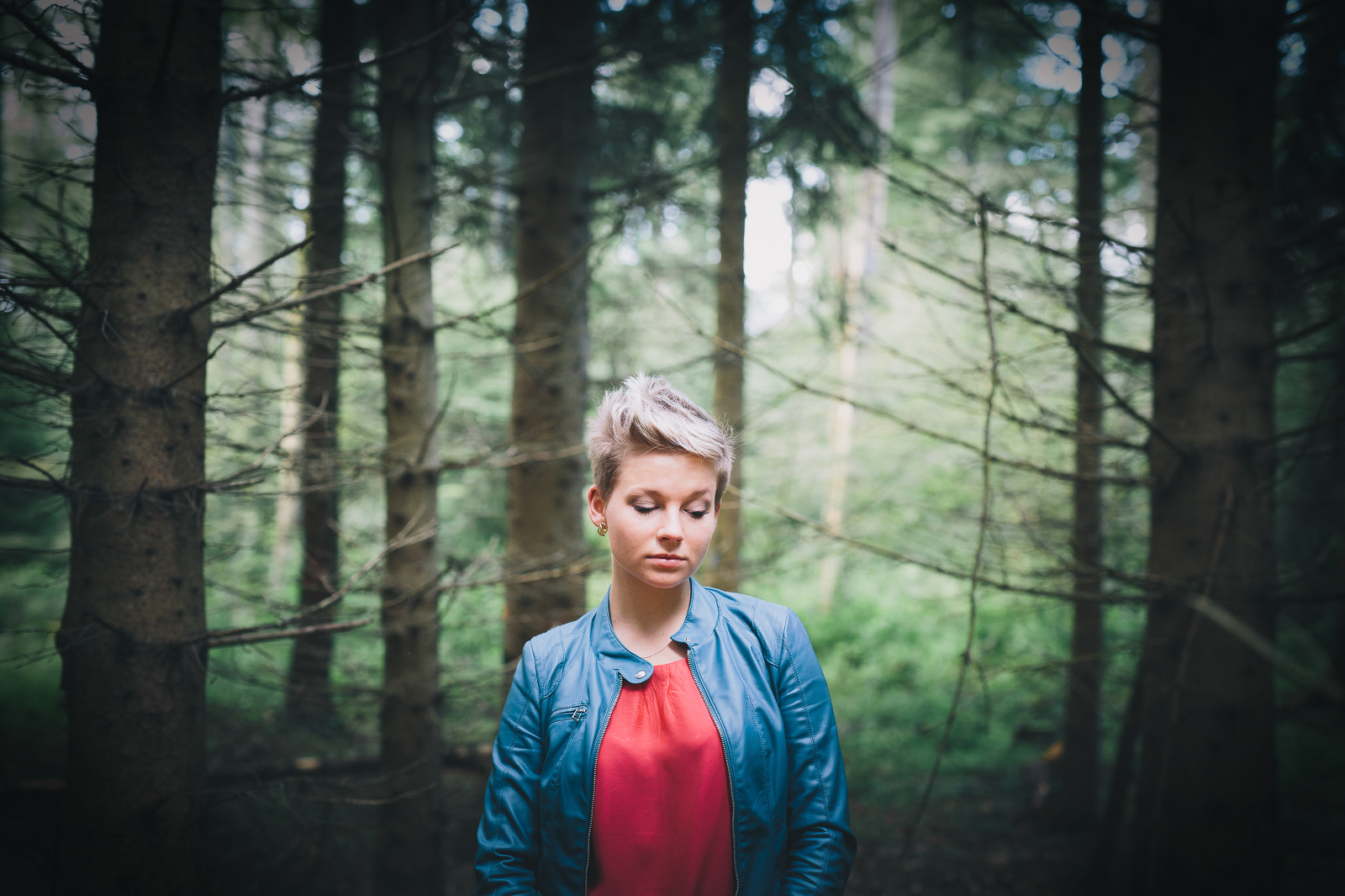 portrait blond wald available light dominik neesen photographie